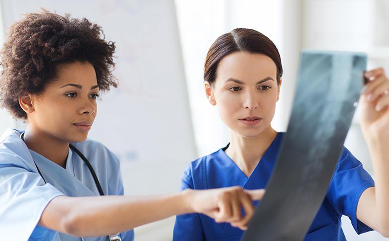 randí s lékařem jako zdravotní sestra Mírové sborové seznamovací webové stránky